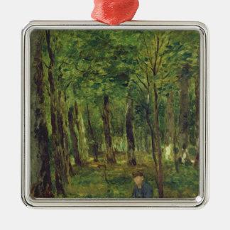 Junger Bauer, der im Wald, 1878 sitzt Quadratisches Silberfarbenes Ornament