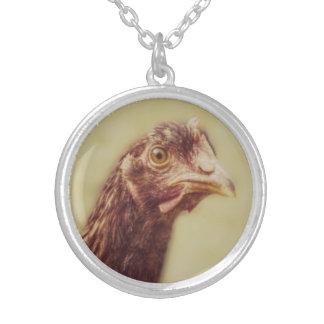 Junges Rhodey Hünchen-kleines rotes Henne-Huhn Versilberte Kette