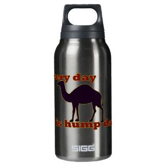 """Kamel """"jeden Tag ist Buckel-Tag """" Isolierte Flasche"""