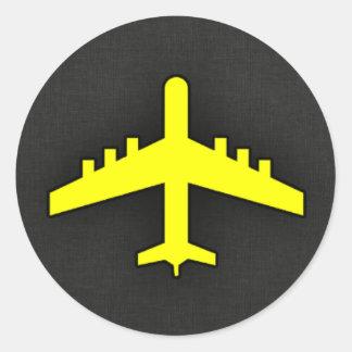 Kanariengelbes Flugzeug Runder Aufkleber