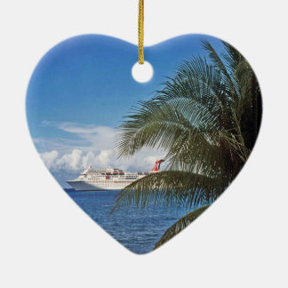 Karnevals-Kreuzschiff angekoppelt bei Grand Cayman Keramik Ornament