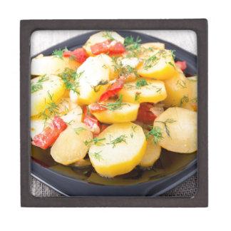 Kartoffeln mit Zwiebel, grünem Pfeffer und Fenchel Schmuckkiste