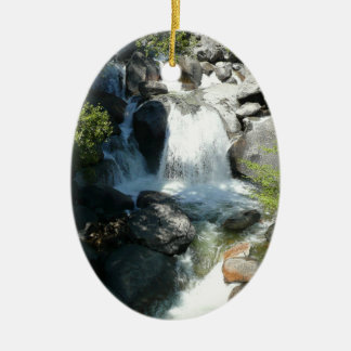 Kaskade fällt an Yosemite Nationalpark Ovales Keramik Ornament