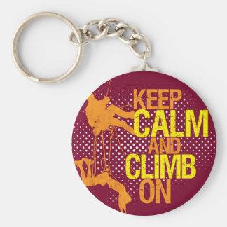 Kastanienbraune lustige behalten Ruhe und klettern Standard Runder Schlüsselanhänger