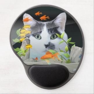 Katze, die im Aquarium blickt Gel Mousepad
