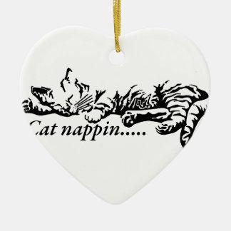 Katze nappin .......... keramik Herz-Ornament