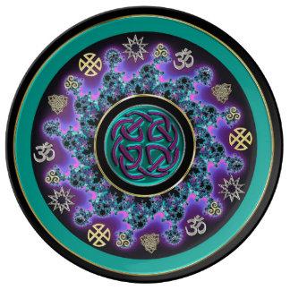Keltische Mandala im Grün mit mystischen Symbolen Teller
