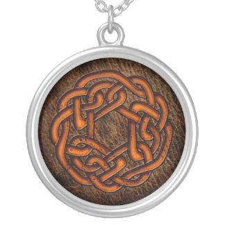 Keltische Verzierung der Leuchtorange auf Leder Versilberte Kette