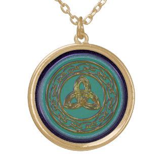 Keltischer Dreiheits-Knoten im antiken Messing auf Vergoldete Kette