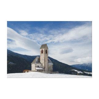 Kirche von St. Jakob im Villnöss Leinwanddruck