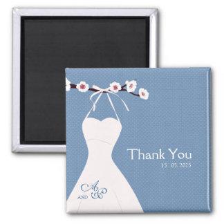 Kirschblüte und Hochzeits-Kleid auf Tupfen Quadratischer Magnet