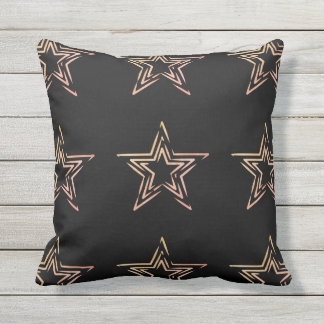Kissen im Freienmit von Hand gezeichneten Sternen