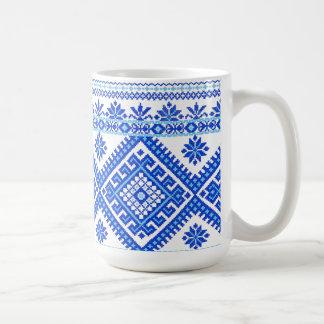 Klassische Tassen-ukrainisches Blau auf blauem Tasse