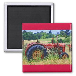 Klassischer roter Traktor Quadratischer Magnet