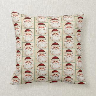 Klassischer Weihnachtsmann stellen gegenüber Kissen