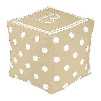 Klassisches kakifarbiges und weißes kubus sitzpuff