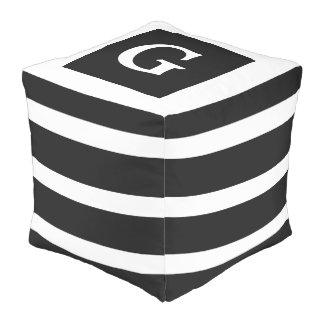 Klassisches Schwarzweiss-Streifen-Monogramm Kubus Sitzpuff