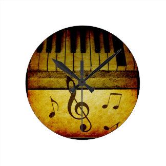Klavier befestigt Vintages Uhren
