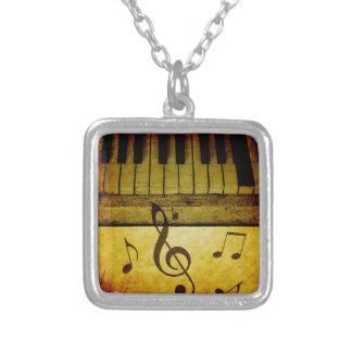 Klavier befestigt Vintages Versilberte Kette
