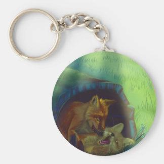 Kleine Füchse in einem Baum Schlüsselanhänger