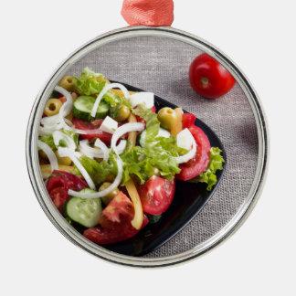 Kleine Platte des natürlichen Salats des rohen Rundes Silberfarbenes Ornament