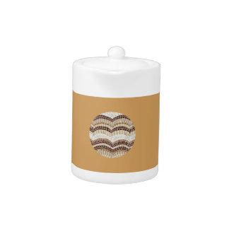 Kleine Teekanne mit beige Mosaik