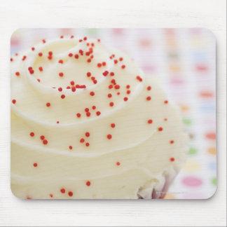 Kleiner Kuchen mit besprüht Mauspads