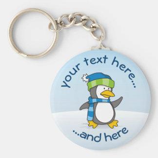 Kleiner Pinguin, der auf Schnee geht Schlüsselanhänger
