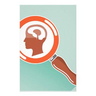 Kleines Gehirn unter Lupe Personalisierte Druckpapiere