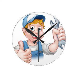 Klempner oder Mechaniker mit Schlüssel Uhr
