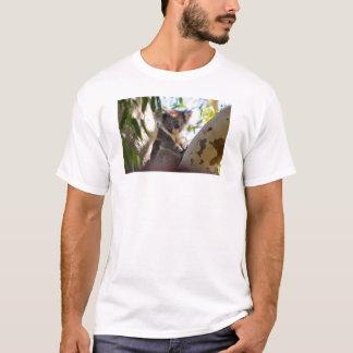 Koala-Bär in einem Baum-T - Shirt