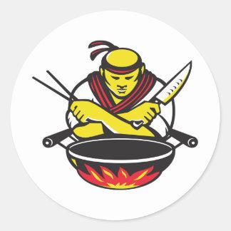 Koch und ein Wok Runder Aufkleber