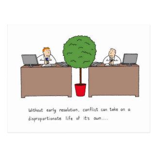 Konfliktlösung an dem Arbeitsplatz Postkarte