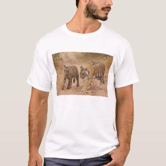 Königliche bengalische Tiger in Bewegung, T-Shirt