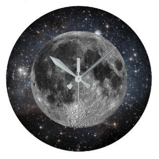 Kosmischer Mond und Sterne im Weltraum Große Wanduhr