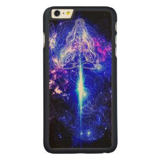 Kosmisches schillerndes Koi Carved® Maple iPhone 6 Plus Hülle