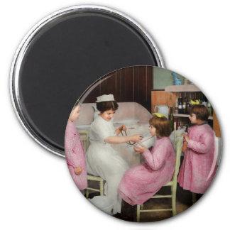 Krankenschwester - Spielen von Krankenschwester Runder Magnet 5,1 Cm