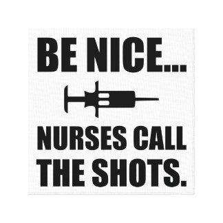 Krankenschwestern nennen die Schüsse Leinwanddruck