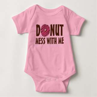 Krapfen-Verwirrung mit mir rosa mattierter Krapfen Baby Strampler