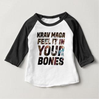 Krav Maga Gefühl es in Ihren Knochen Baby T-shirt
