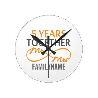 Kundenspezifischer Herr und Frau 5. Jahrestag Wanduhr