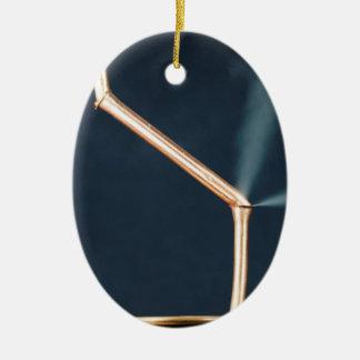 Kupferne Rohre mit einem Leck und einem Dampf Ovales Keramik Ornament