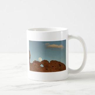Küssen der Kamele unter Mond 02 Kaffeetasse