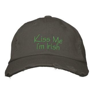 Küssen Sie mich, den ich die gestickten Iren bin Bestickte Kappe