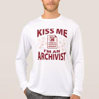 Küssen Sie mich, den ich ein Archivar bin T-Shirt