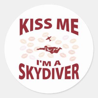 Küssen Sie mich, den ich ein Skydiver bin Aufkleber