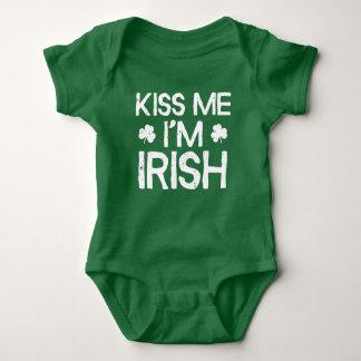 Küssen Sie mich, den ich - lustiger Tag St. Baby Strampler