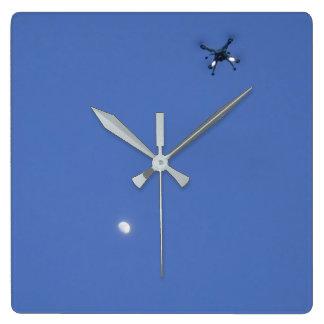 Küste, zum der Wanduhr der Drohnen die Küste