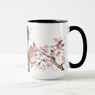 Lächelnder asiatischer Mädchen-Kirschblüten-Baum Tasse