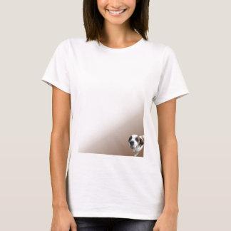 Lächelnder Bernhardiner auf Brown T-Shirt